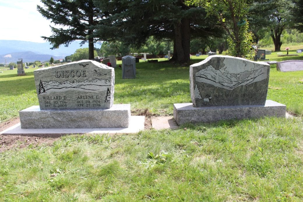 Discoe Dual Upright Companion Memorials